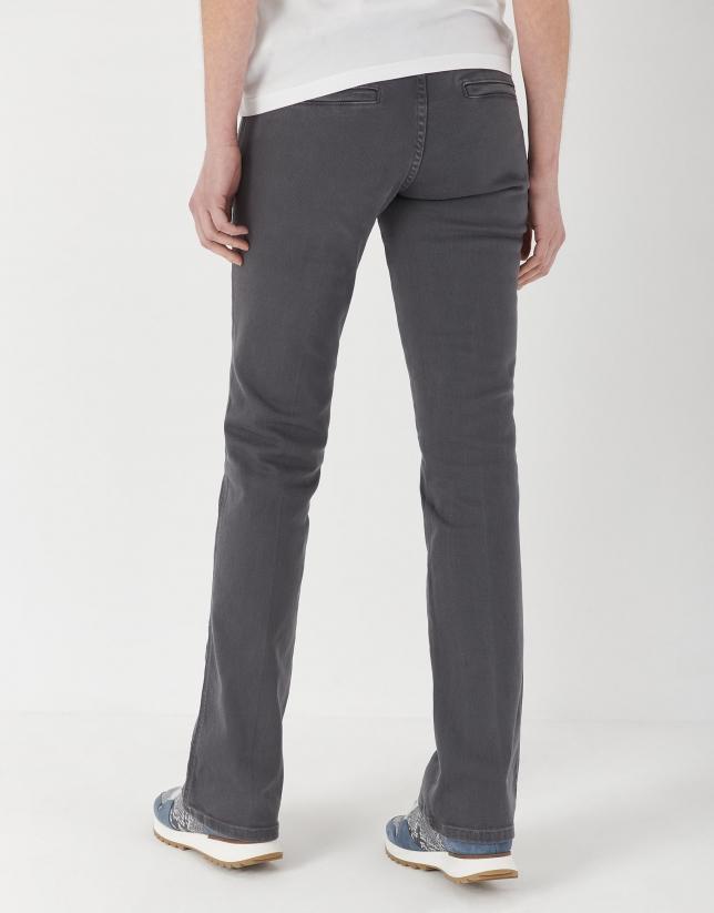 Pantalón jean acampanado gris
