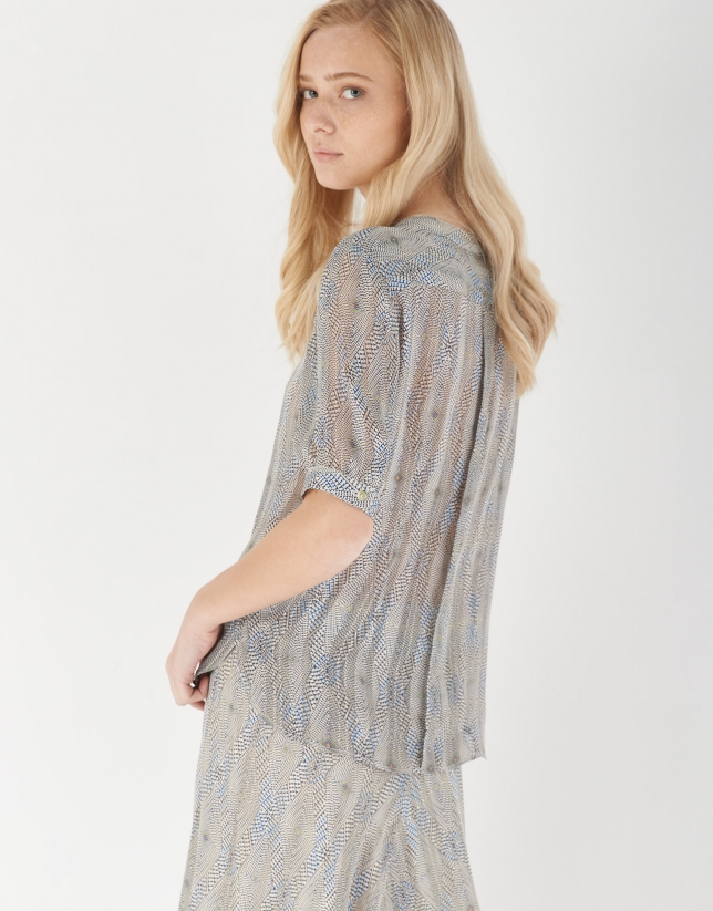 Blue and gray shirt with elbow-length sleeves
