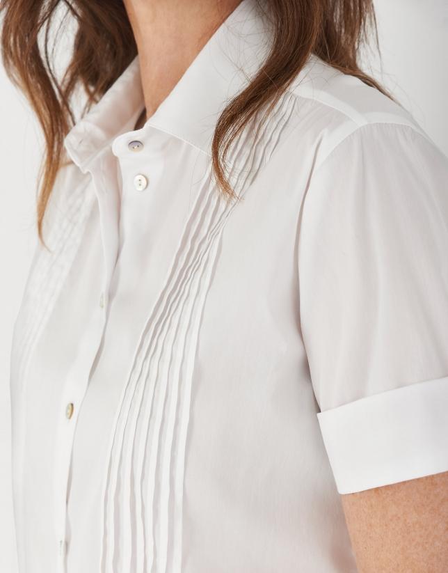 White short sleeve shirt with tucks