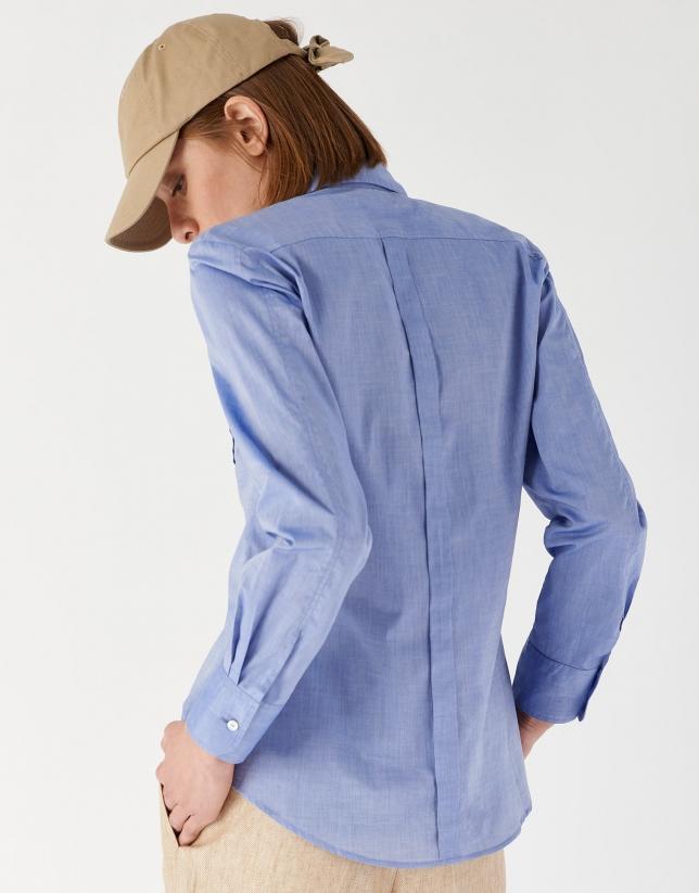 Camisa masculina azul con bolsillos
