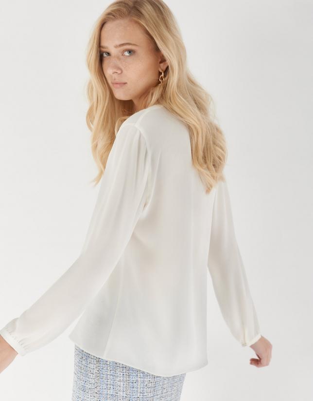 Blusa escote con volante blanca