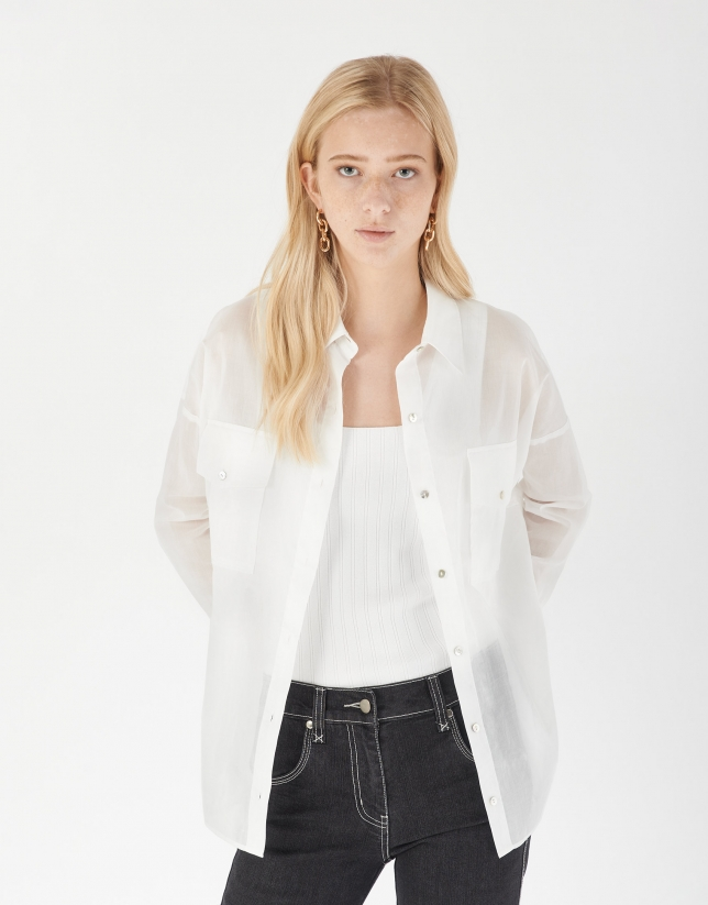 White oversize shirt with pockets