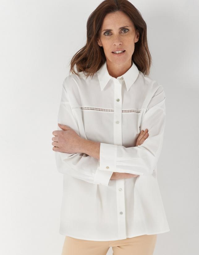 Camisa oversize con encaje blanca