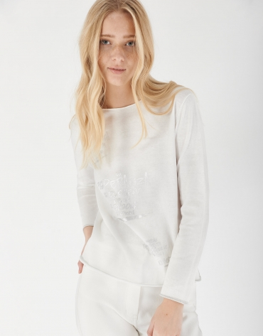 White top with long sleeves and decorative phrasing