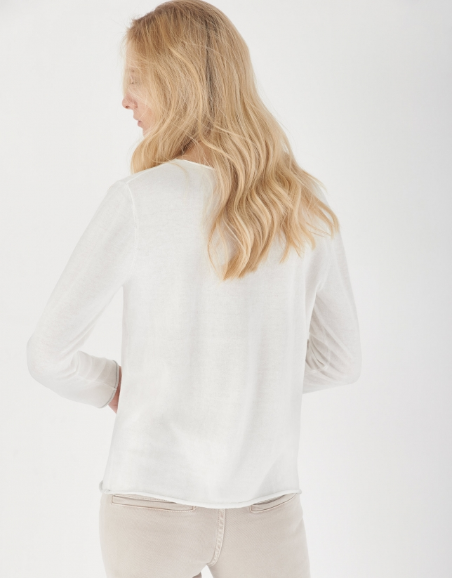 White top with long sleeves and metallic VERINO print