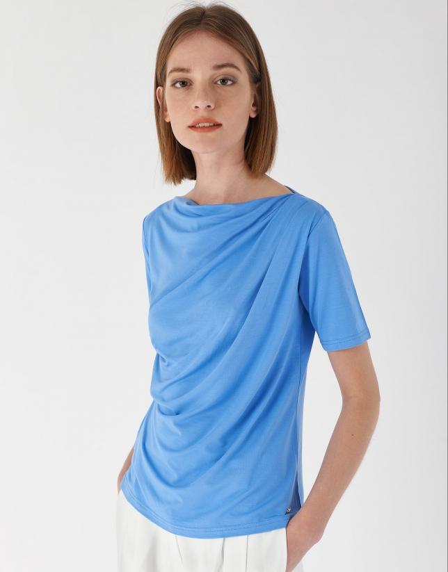 Camiseta drapeada en cintura azul