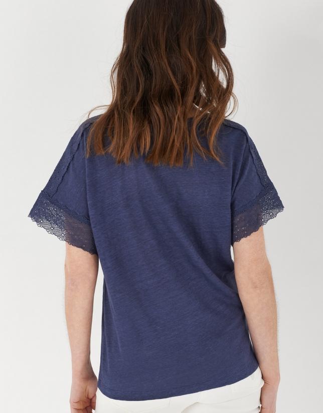 Camiseta lino azul encaje en mangas