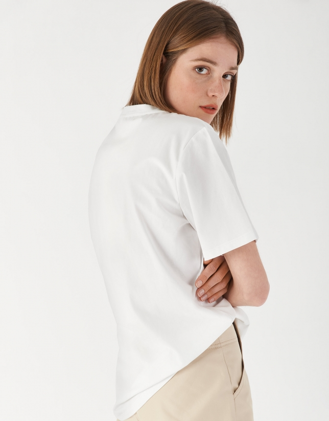 Camiseta blanca ilustración bodegón accesorios
