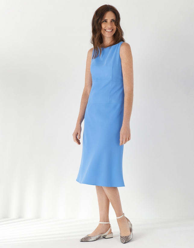 Blue fitted dress with evasé skirt