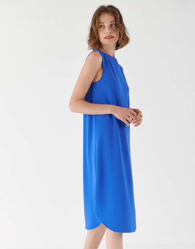 Blue fitted dress with boat neck