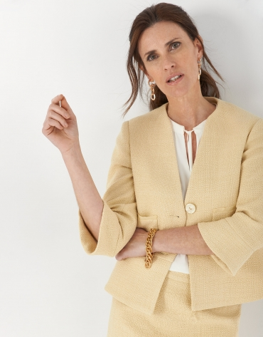 Yellow short jacket with evasé bottom