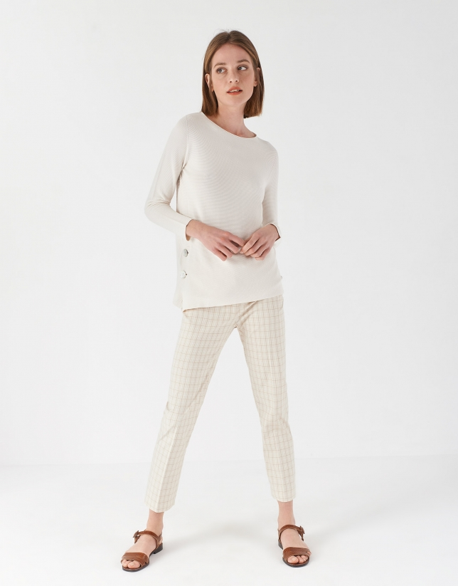 Beige sweater with side slit and mother of pearl button