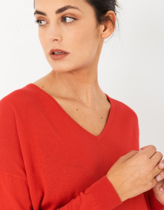 Jersey oversize cuello pico rojo