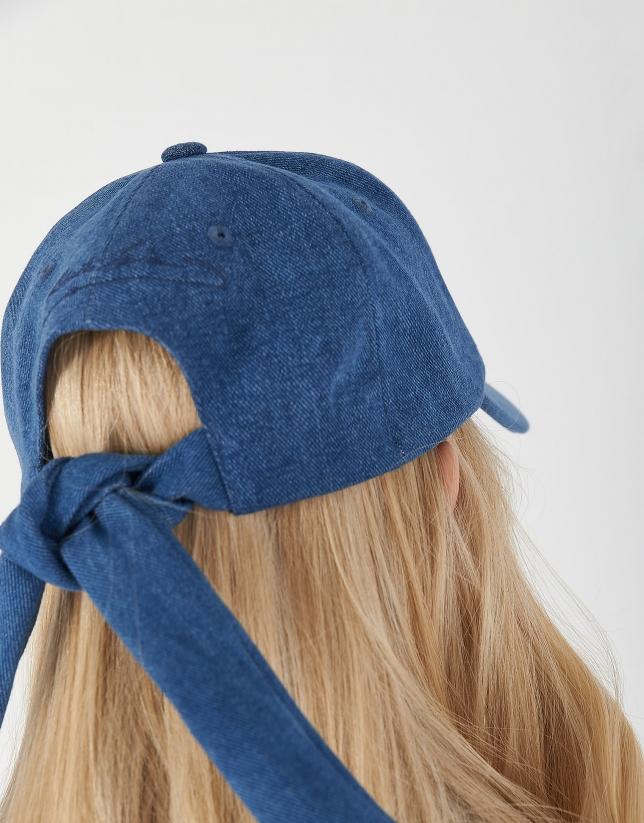 Gorra con lazo azul