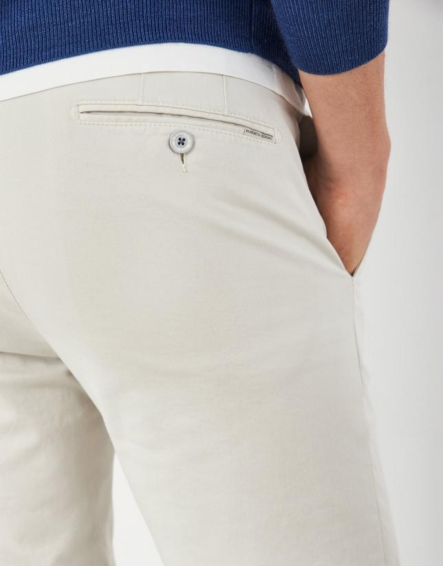 Pantalón chino algodón piedra
