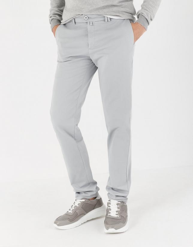 Pantalón chino algodón gris claro