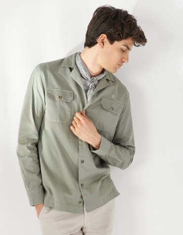 Green caqui Guayabera-type shirt with long sleeves