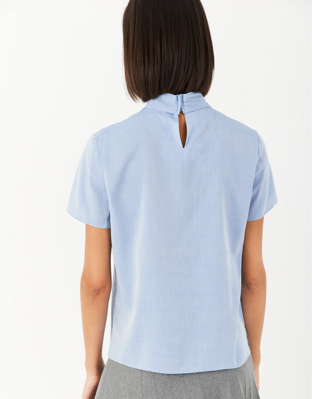 Short-sleeved blouse with bow in back