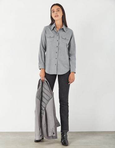 Camisa con bolsillos en pecho gris vigoré