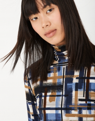 Camiseta punto cuello subido estampada tonos azules
