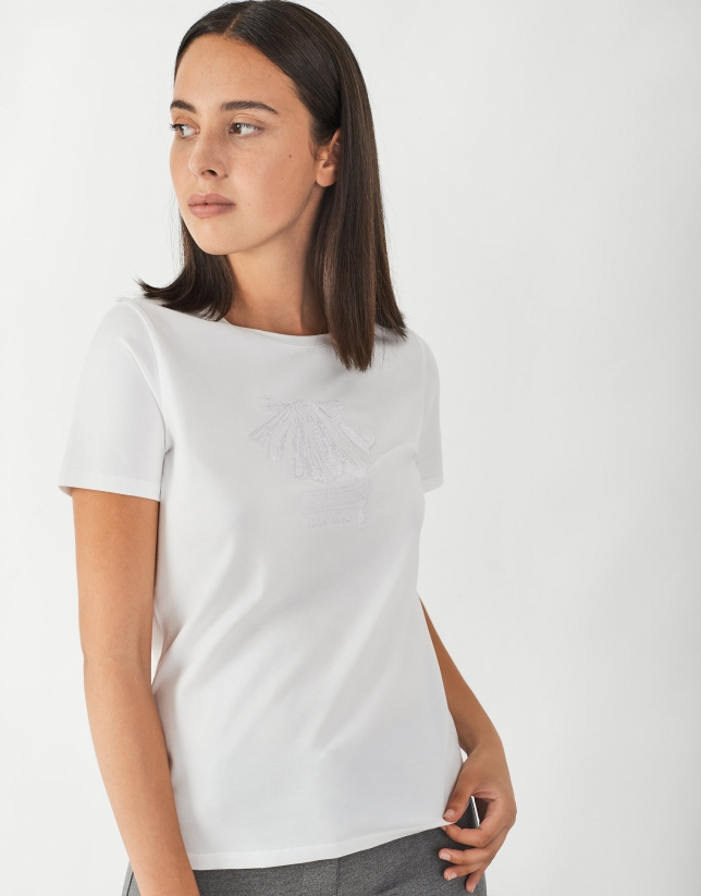 White top with embroidered Jacobbean Way arrow