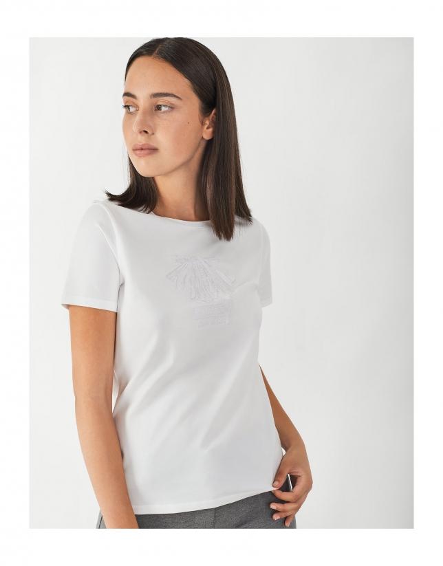 Camiseta blanca bordado flecha camino