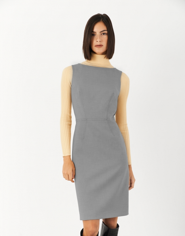 Black sleeveless straight dress
