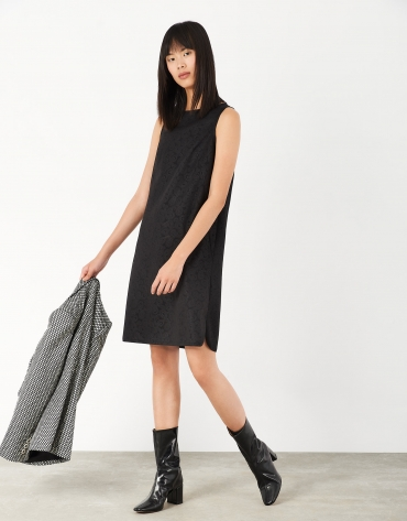 Black jacquard dress with rounded hme