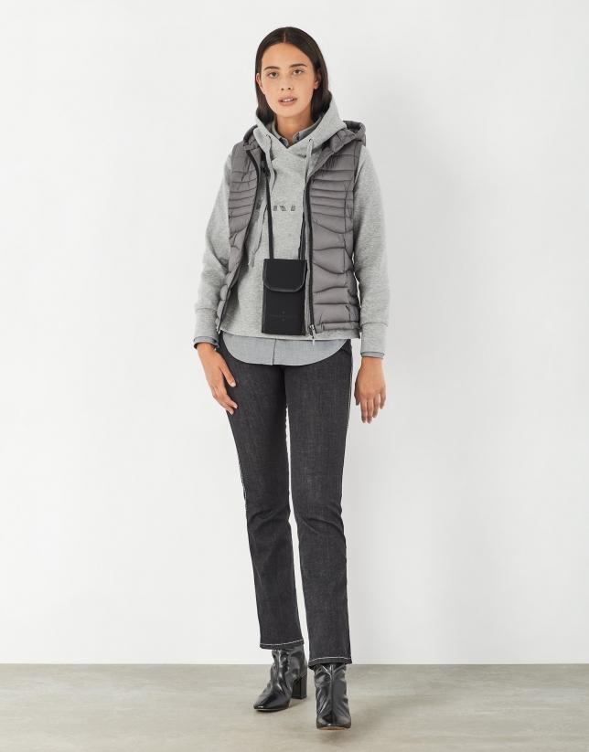 Gray quilted vest with quadricular design