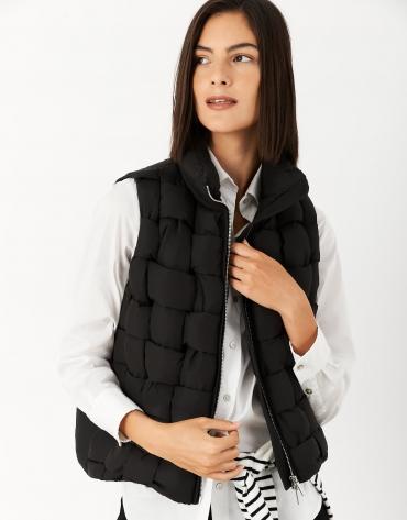 Black quilted vest with quadricular design