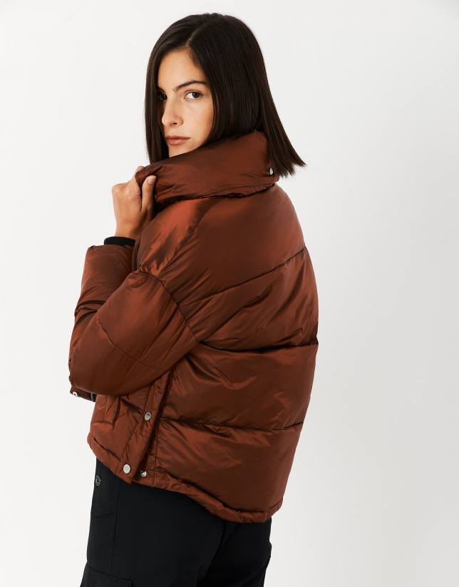 Tile-colored quilted windbreaker
