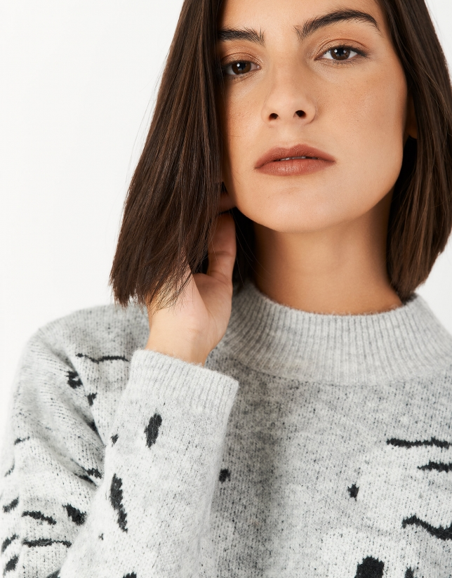 Beige sweater with animal print and side slits