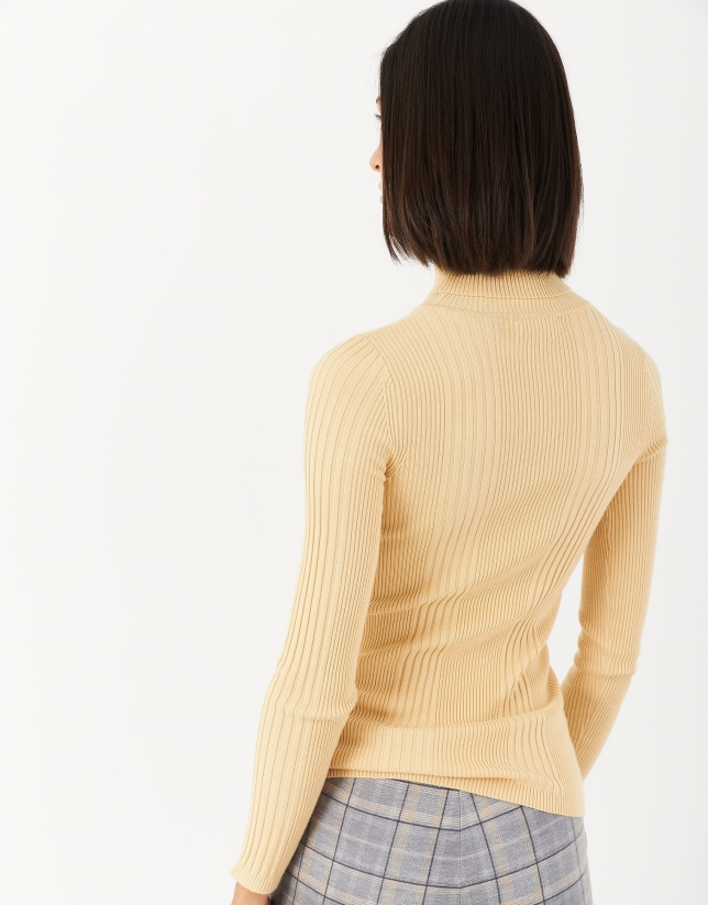 Yellow sweater with turned back collar and ribbing
