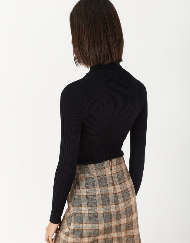 Black sweater with turned back collar and ribbing