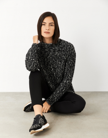 Black and white sweater with thick knit ribbing