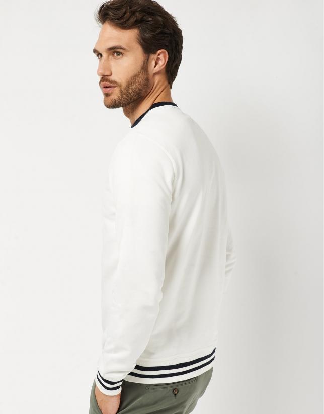 Sudadera blanca con logo en relieve