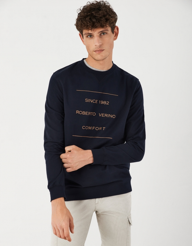 Fine navy blue sweatshirt with contrasting logo