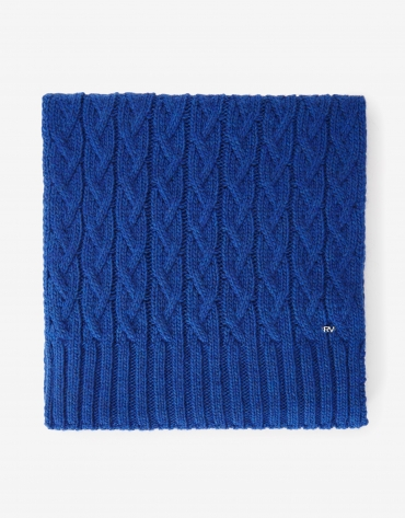 Blue wool and alpaca scarf with figure-eight pattern.